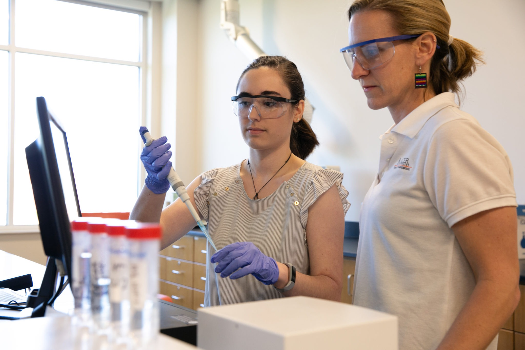 Mercer junior Amanda Cimino, a 2019 Goldwater Scholar, conducts research in the lab of Dr. Joanna Thomas, assistant professor of biomedical engineering.