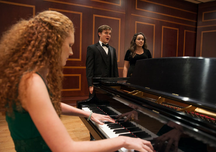 Pianist accompanies music students