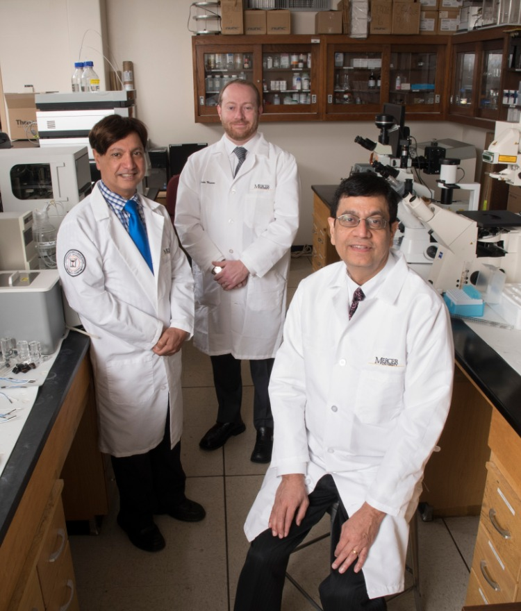 Dr. Martin D'Souza, Dr. Kevin Murnane and Dr. Ajay Banga in a lab